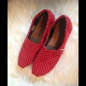 Red Polka Dot TOMS Flat Shoes, Size 8.5